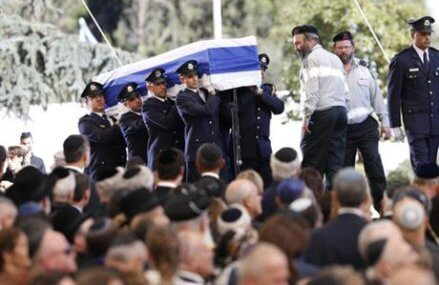 Peres, remembered for tireless peace efforts, laid to rest